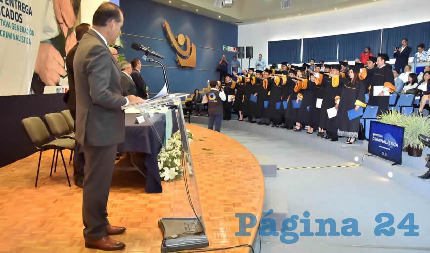 Entrega el Gobernador MOS Certificados a Graduados de la Maestría en Criminalística