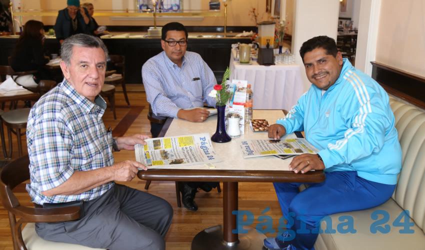 En Sanborns Francia almorzaron Mario Arce Martínez, Marco Antonio Macías Alvarado y Arturo Muñoz Moreno