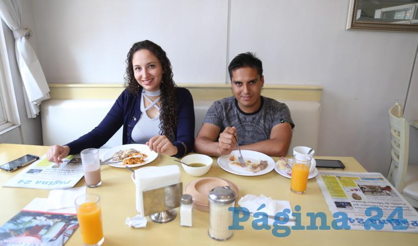 En el restaurante Del Centro compartieron el primer alimento del día Roxana Vargas Martínez y José Manuel Moreno Ramos