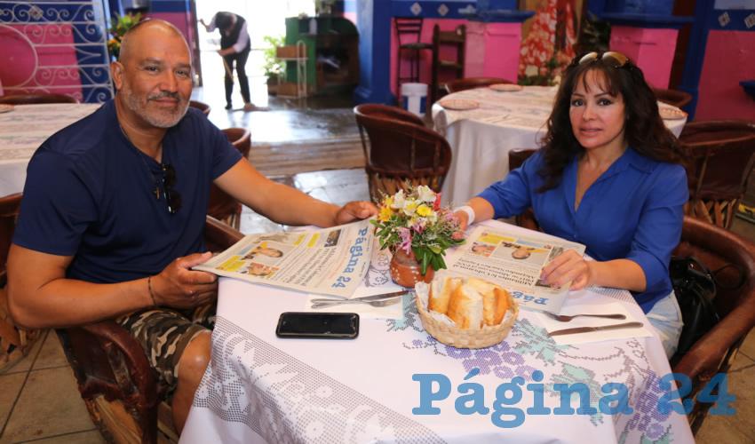 En La Saturnina compartieron el primer alimento de la mañana Jorge León Flores y Rocío Salazar Navarro