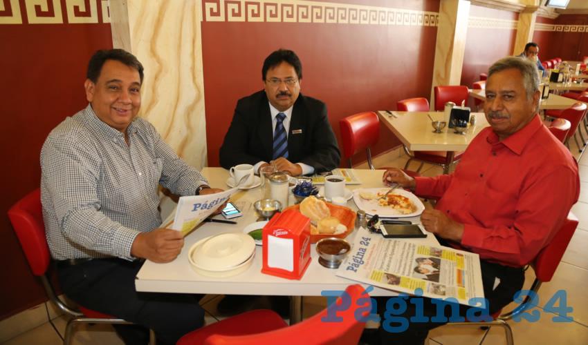 En el restaurante Mitla almorzaron David Hernández Vallín, Fernando Alférez Barbosa y Francisco Jáuregui Dimas