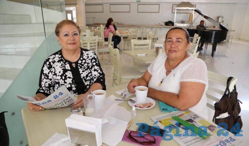 En el restaurante Del Centro compartieron el primer alimento del día Lupita Medina de Álvarez y Magda Fonz Torres