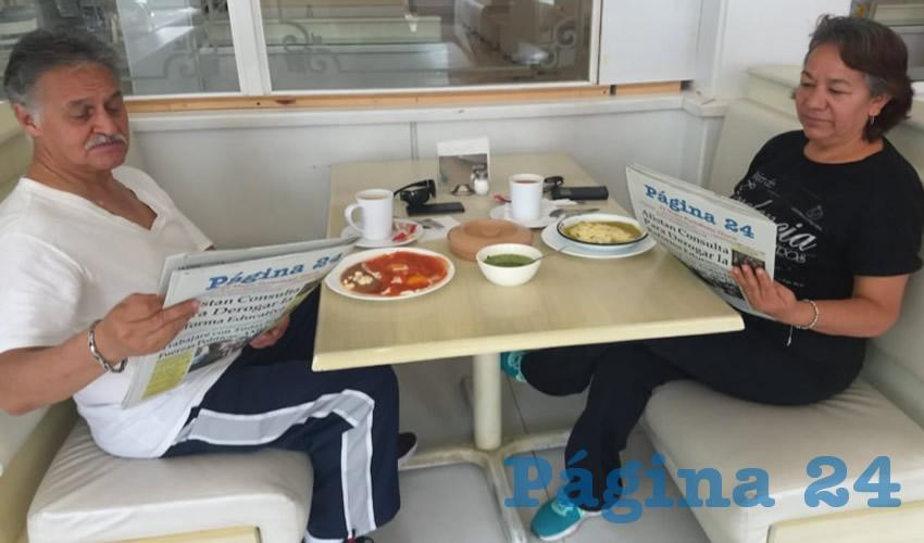Mario Chávez y Martha Alicia Rivera desayunaron en el restaurante Del Centro