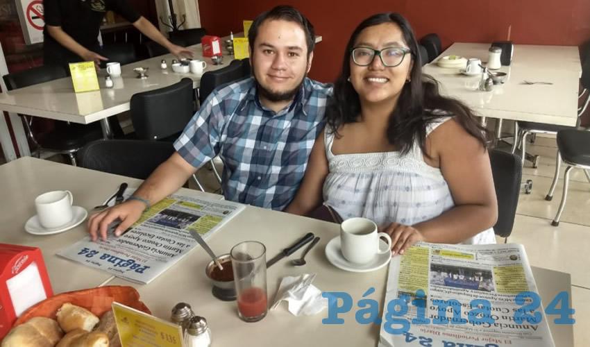En el restaurante Mitla, tomaron su primer alimento del día Andrés Jiménez y Diana Ortega