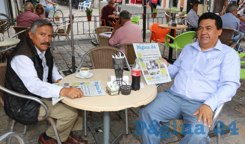 En Café Catedral departieron Virgilio Martínez Contreras y Jesús Quiñones López, presidente de la Comisión Política del Partido Encuentro Social