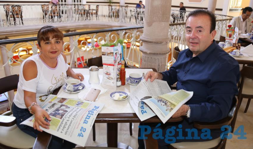 Lorena González Chávez y José Luis de Lira Luna compartieron el primer alimento del día en Sanborns Francia