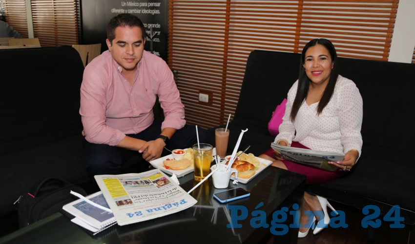 En Café Punta del Cielo desayunaron Arturo Ortega Ruiz y Norma Zamora Rodríguez, diputada local