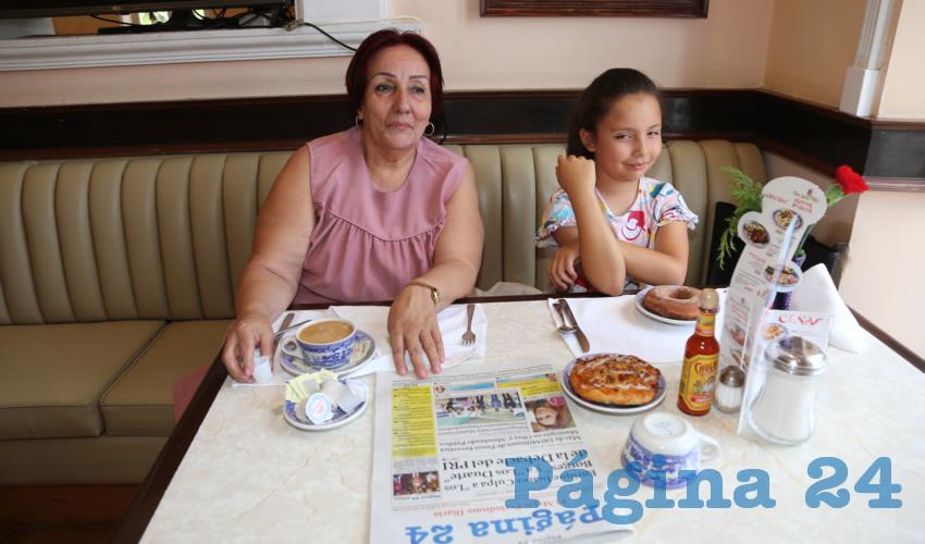 En Sanborns Francia almorzaron Rosa Margarita Gómez y su nieta Aranza López Díaz