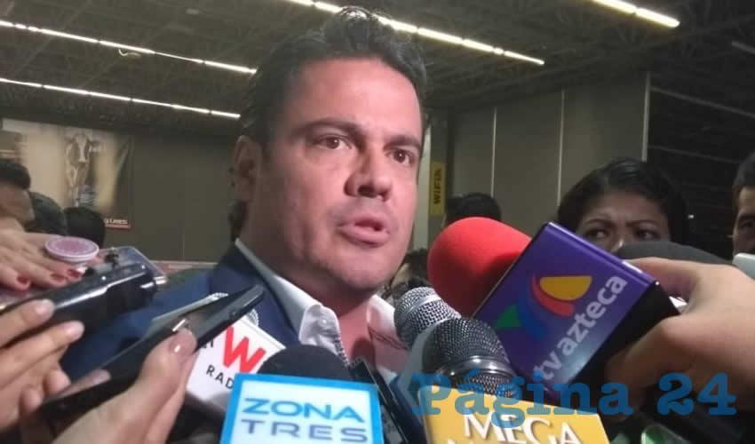 """Aristóteles Sandoval, gobernador de Jalisco, reconoció sus fallas en materia de seguridad pública, y luego dijo (como es costumbre) que """"se está investigando"""", además de que hay detenidos e información, con la que la fiscalía y su gobierno actúan contra el narco/Foto: Francisco Andalón López"""