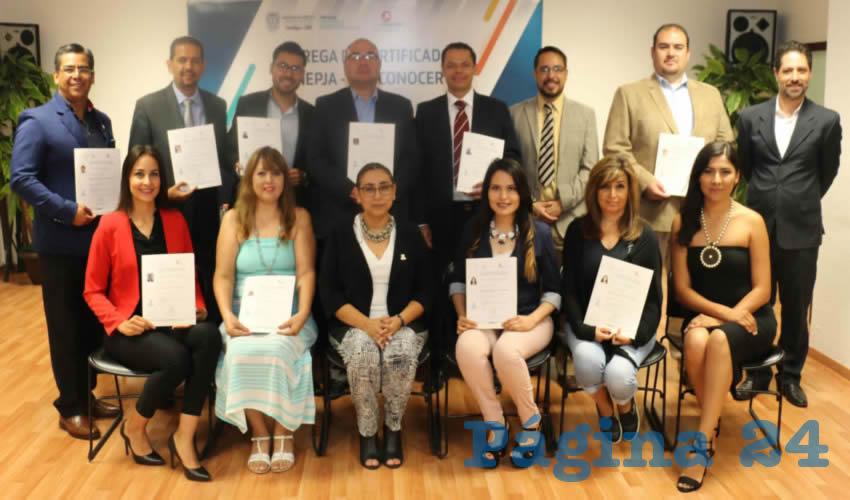 Formadores especializados del Inepja recibieron su documento en el estándar de competencia Impartición de Talleres de Formación del Capital Humano