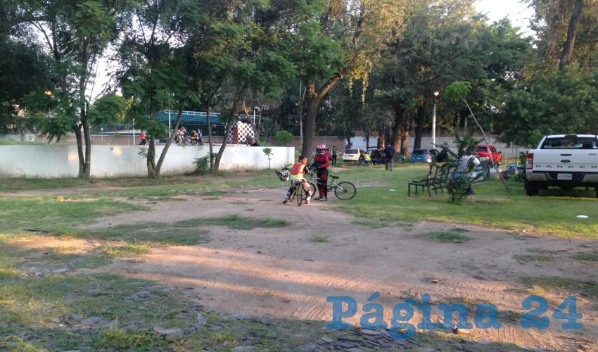 Luego de que un tribunal impidiera al ayuntamiento hacer obras en el Parque San Rafael, simplemente dejaron abandonado todo, algo que causa problemas y genera inseguridad entre quienes habitan en los alrededores de este sitio/Fotos: Francisco Tapia