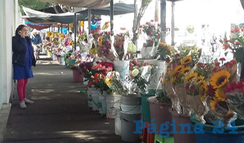 No nos moveremos un centímetro del banquetón del mercado Felipe Ángeles, si el gobierno tapatío amaga con quitarlos de esta parte de la ciudad/Fotos: Francisco Tapia