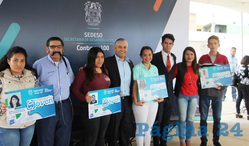 Entregaron 200 tarjetas de descuento en el transporte público a estudiantes, con la finalidad de apoyarlos en el traslado de su casa a la institución educativa