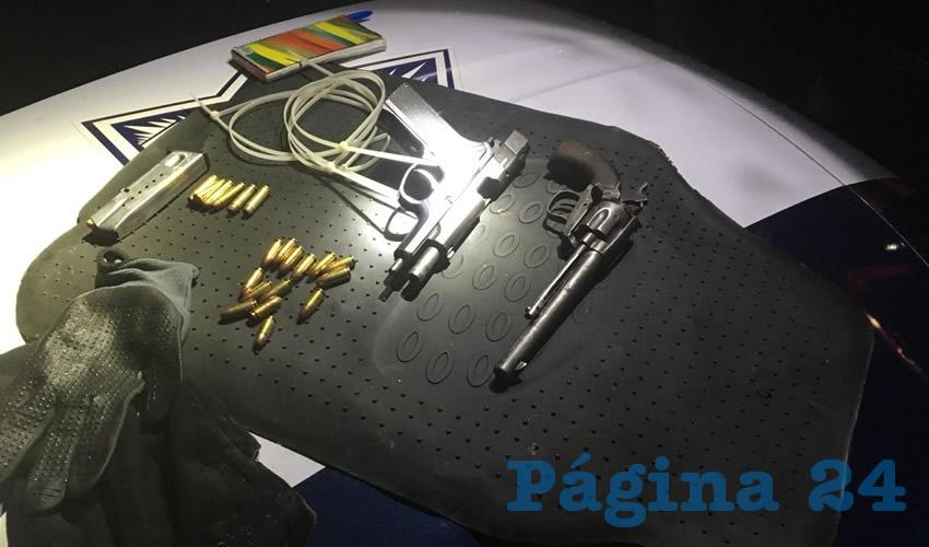 Pistolas, balas, cinchos de plástico y guantes que utilizaban los hampones José Fernando y Luz Adriana