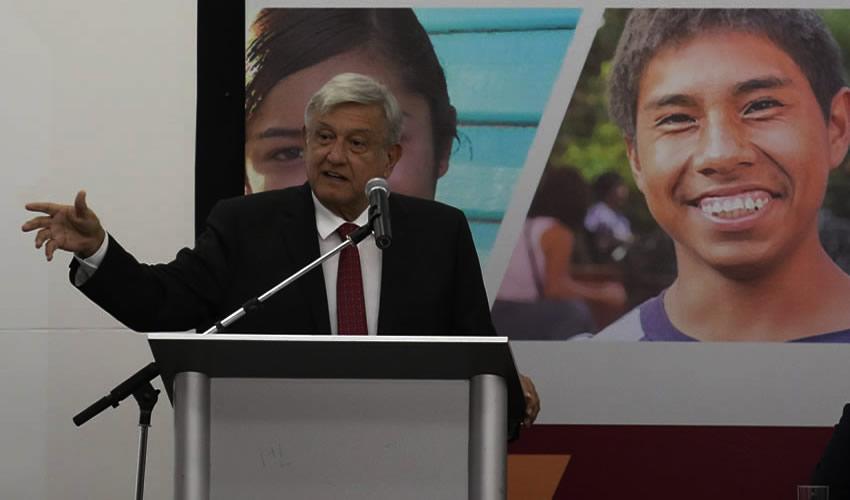 Ciudad de México.- Andrés Manuel López Obrador, presidente electo de México, presentó el programa Jóvenes Construyendo el Futuro (Foto: Saúl López/ Cuartoscuro)