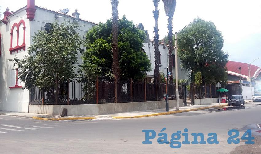 El problema se padece en la secundaria 53 Mixta ubicada en la colonia El Retiro, en Guadalajara, donde de acuerdo con vecinos y padres de familia hay mariguanos, acosadores y rateros acechando a los menores/Fotos: Francisco Tapia