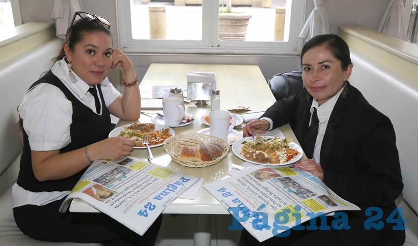 En el restaurante Del Centro desayunaron Sandra Yadira Ramírez López y Lorena Flores Ríos