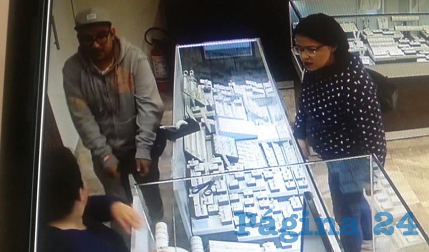 Las cámaras de seguridad captaron el momento en que se cometió el robo