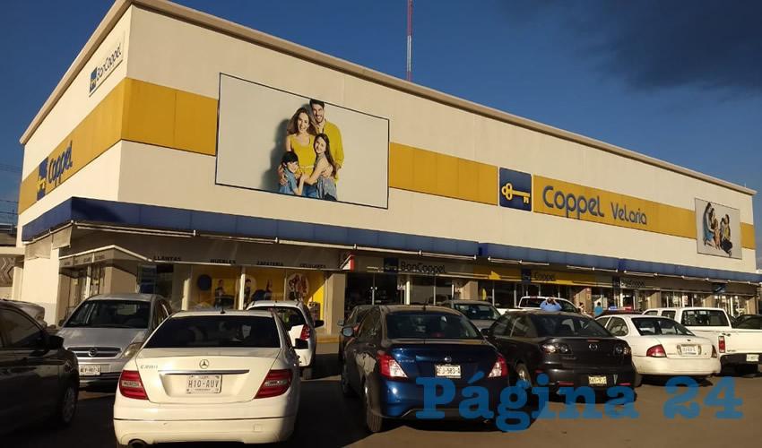 La tarde de ayer, los hampones llegaron al segundo sitio de la tienda para cometer el asalto