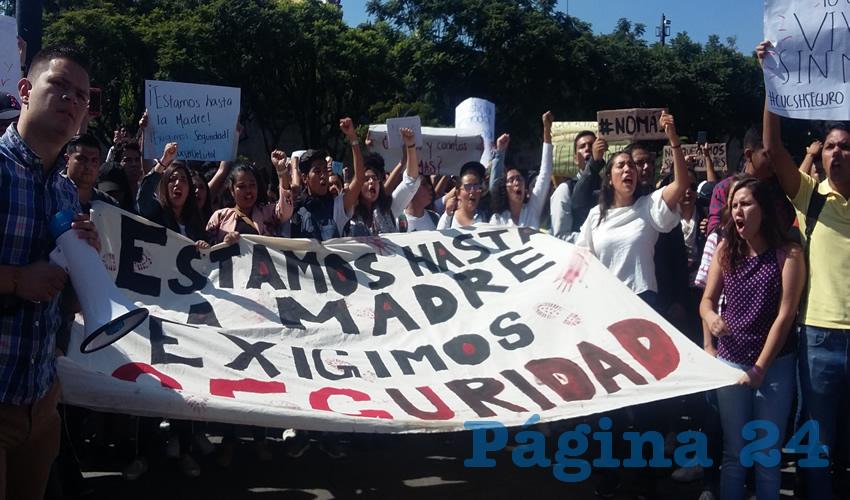 Hartos de la indolencia del gobierno, los estudiantes tomaron las calles del centro, hasta llegar al corazón de la ciudad para levantar sus demandas/Fotos: Francisco Tapia