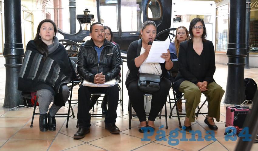 Verónica Hernández Padilla y Sergio Valadez de Luna, padres de Litzy Sarahí, joven de 16 años que fue víctima de feminicidio (Foto Merari Martínez)