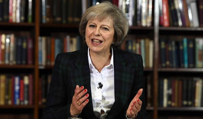 May Podría Enfrentar Otro Voto de Confianza en Parlamento Británico