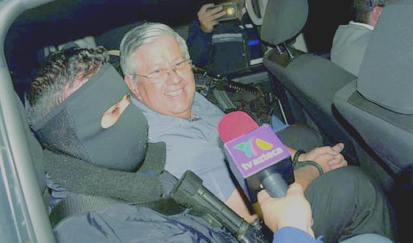 La detención de Raúl Cuadra García ...¿policía vestido de narco, o narco vestido de policía?..