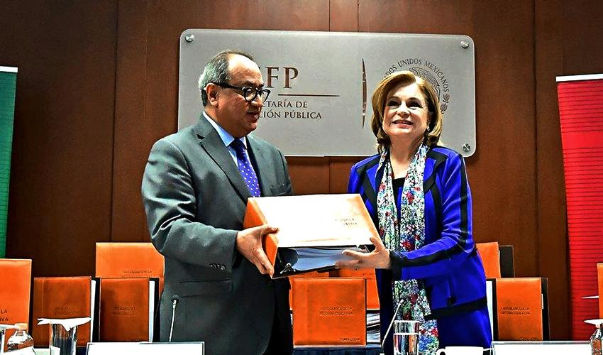 Ciudad de México.- Otto Granados Roldán, titular de la SEP y Arely Gómez, secretaria de la Función Pública (Foto: Especial)