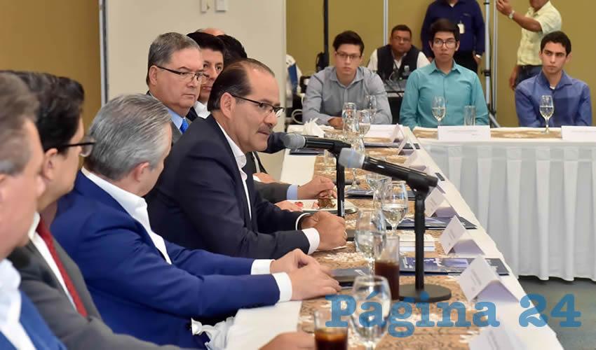 El gobernador del Estado, Martín Orozco Sandoval, sostuvo un encuentro con jóvenes del Instituto Tecnológico y de Estudios Superiores de Monterrey
