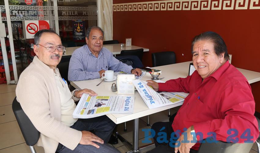 En el restaurante Mitla departieron Jesús Pérez Vergara, Mario Sustaita Mauricio y Darío Jaime Cervantes, maestros jubilados de la escuela rural San Marcos de Loreto, Zacatecas