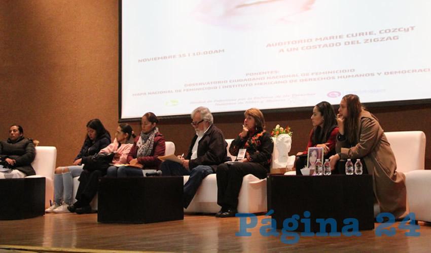 Familiares de víctimas de feminicidios se reunieron en el segundo encuentro contra la violencia para dar testimonio de los casos en los que han perdido a sus seres queridos (Foto Merari Martínez)