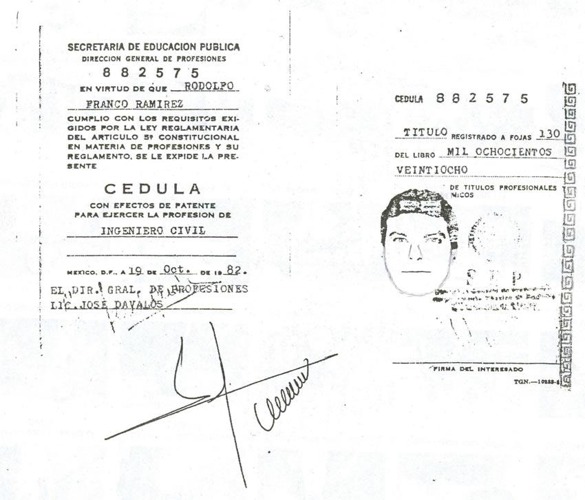 La cédula profesional falsa de Rodolfo Franco ...número 882575, cheque usted en internet...