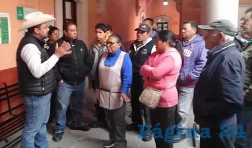 Comerciantes con el regidor Juan Cristóbal Pichardo