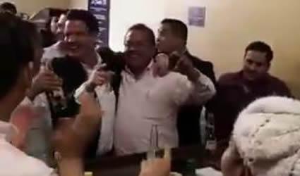Aristóteles Dejo de ser Gobernador de Jalisco Pero Sigue Siendo Rey de la Cantina