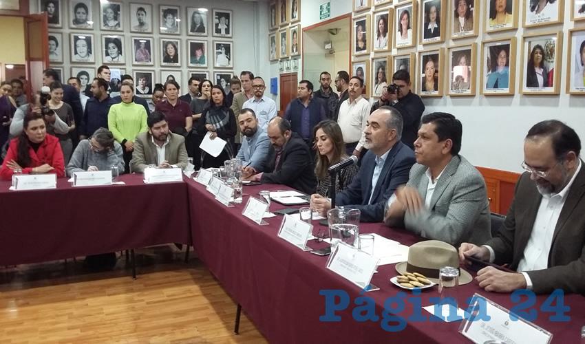 """Instalan mesas de trabajo para  conformar """"Congreso Abierto"""""""