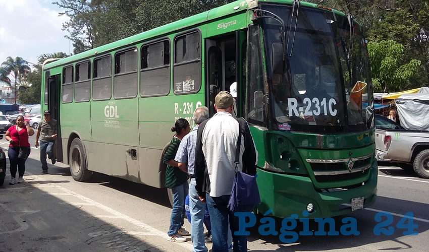 """Aunque se quiera decir por parte de las autoridades que es manejable el incremento del precio del transporte público, en realidad constituye un golpe """"durísimo"""" a la ciudadanía/Foto: Archivo Página 24"""