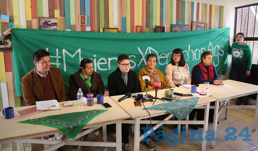 Mujeres Feministas aseguran que los diputados están haciendo leyes con los pies, no con la cabeza ni con la ciencia (Foto: Eddylberto Luévano Santillán)