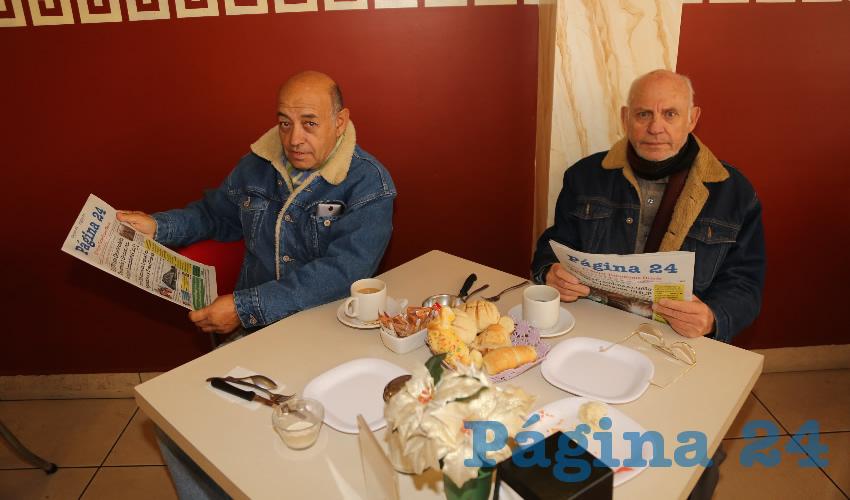 En el restaurante Mitla compartieron el primer alimento del día los hermanos Miguel Ángel González Gómez y Víctor Manuel González Gómez