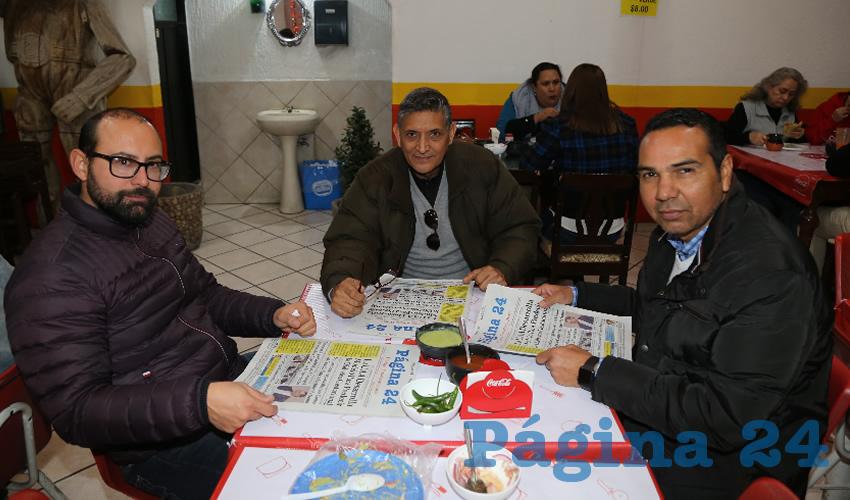 En gorditas La Merced disfrutaron los primeros alimentos matutinos Rubén Guzmán Martínez, René Aguayo Rodríguez y Jesús Pineda Martín