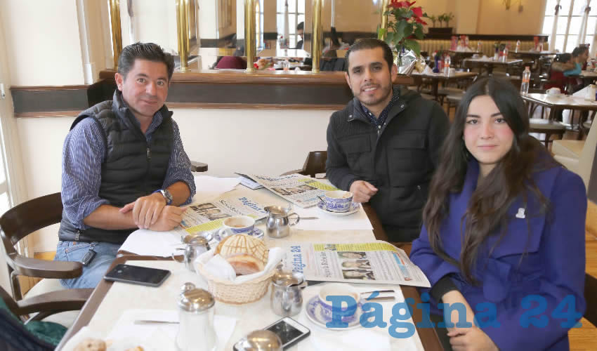 En Sanborns Francia se reunieron Jorge López Martín, Alberto López Regalado, director de Comercialización en el Patronato de la Feria Nacional de San Marcos; y Daniela Martínez Solano