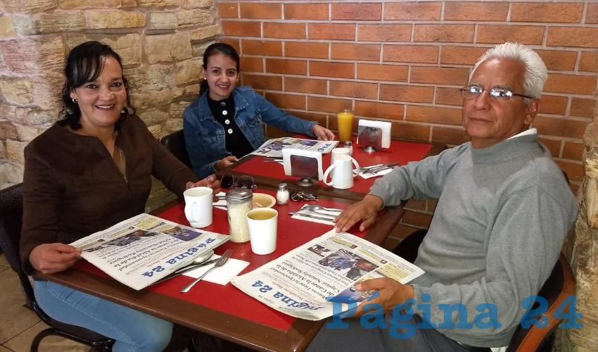 En el restaurante Las Antorchas desayunaron Lucero Moreno, Cecilia Nateras y José Luis Nateras