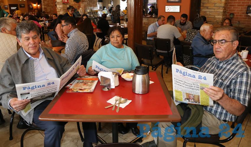 En Las Antorchas almorzaron Cuauhtémoc Cardona Campos, diputado local; Martha de Mercado y su esposo Antonio Mercado Oropeza