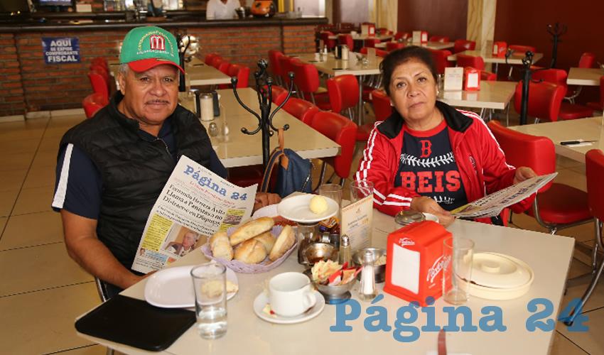 En el restaurante Mitla desayunaron los maestros Jorge López López y Graciela Reyes Silva