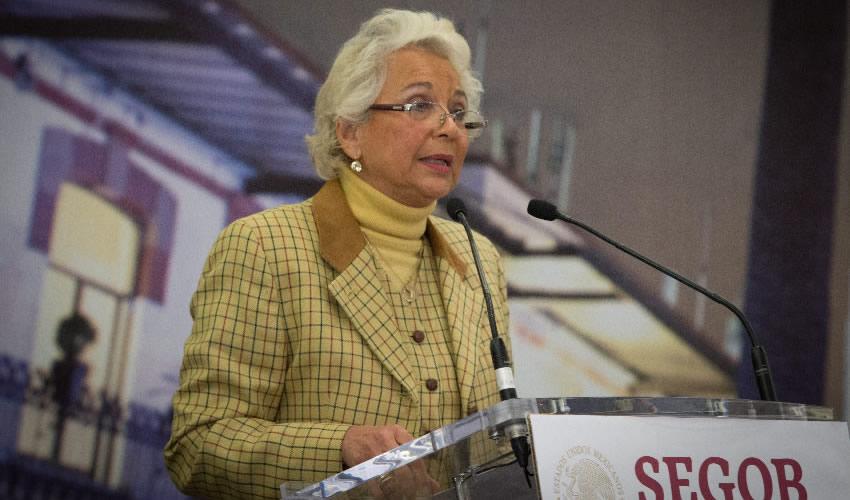 Olga Sánchez Cordero, secretaria de Gobernación durante la ceremonia en la cual el Estado Mexicano le pidió una disculpa a Lydia Cacho, por la violación de sus derechos humanos cuando fue arrestada tras la publicación de su libro