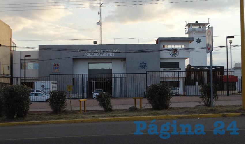 El policía ministerial acusado de desaparición forzada, se ahorcó en un baño del área administrativa del penal de la salida a Calvillo