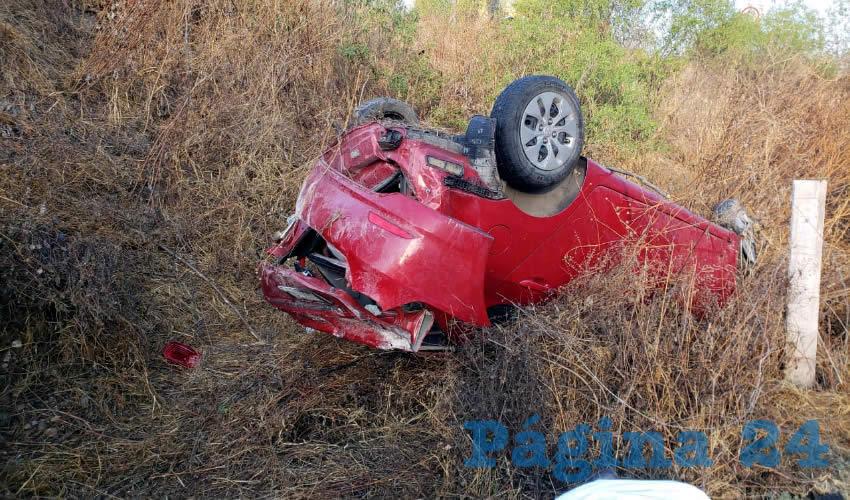 El veloz automóvil se accidentó en la carretera estatal 42, al sur del estado