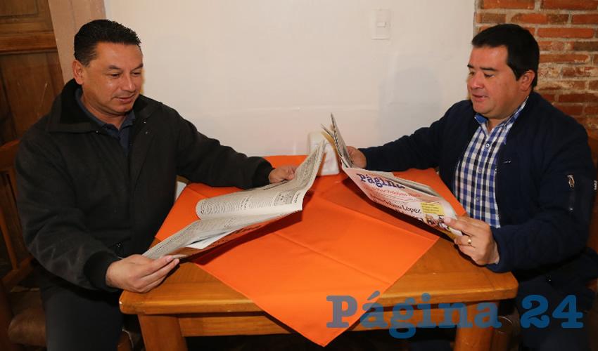 Gonzalo Villalobos Oros, director de Deportes en el IDEA; y José Luis Alférez Hernández compartieron el pan y la sal en La Mestiza