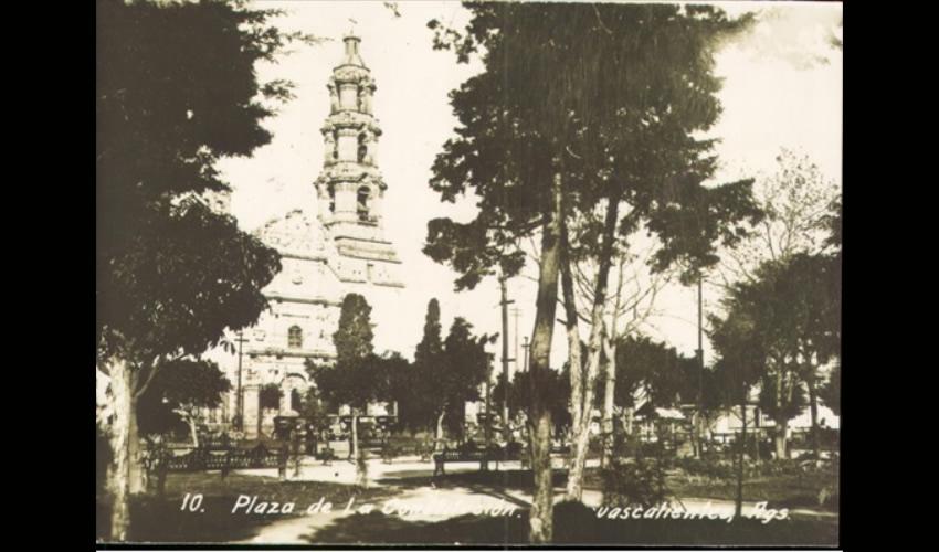 Plaza de la Constitución (Fuente: Fototeca del AHEA, Fondo Demetrio Rizo Mora, 017)