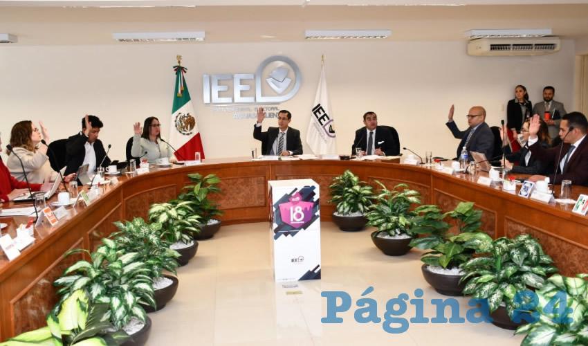 En sesión extraordinaria el Consejo General del IEE acató la sentencia del TEEAGS