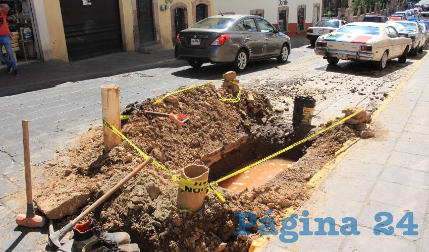 Estos trabajos se pudieron ver la calle Fernando Villalpando, que después de la Avenida Hidalgo es la más transitada en el Centro Histórico, ya que permite acceder y salir del primer cuadro de la ciudad (Foto Rocío Castro Alvarado)